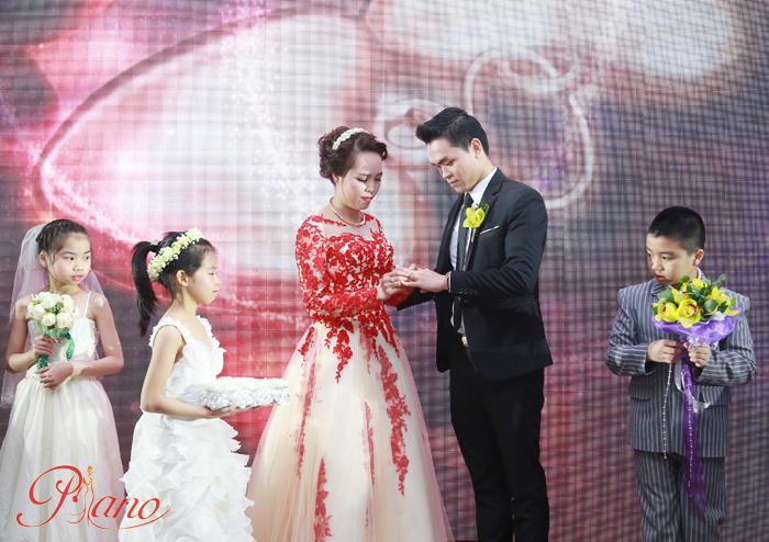 Chụp ảnh tiệc cưới cùng với Piano