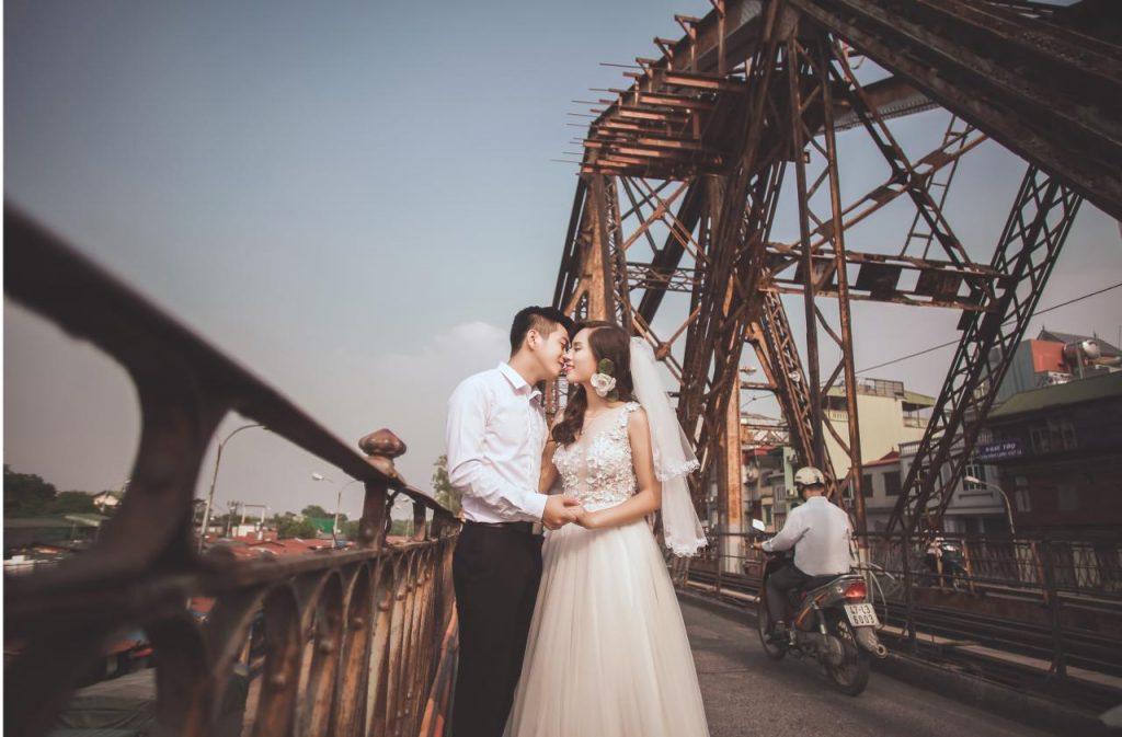 Chụp ảnh cưới tại Cầu Long Biên
