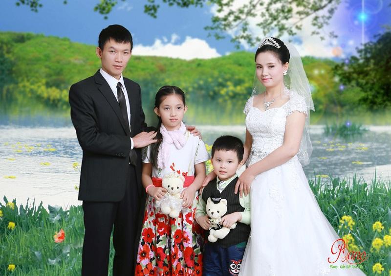 Chụp ảnh gia đình tại Cầu Giấy