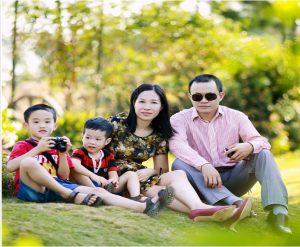Chụp ảnh gia đình ngoài trời