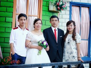 Ảnh gia đình kỉ niệm ngày cưới