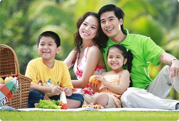 Chụp ảnh gia đình vui vẻ
