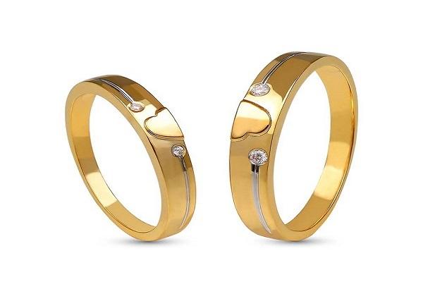 có nên chụp ảnh đeo nhẫn cưới không