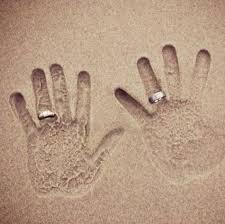 chụp ảnh đeo nhẫn cưới đẹp