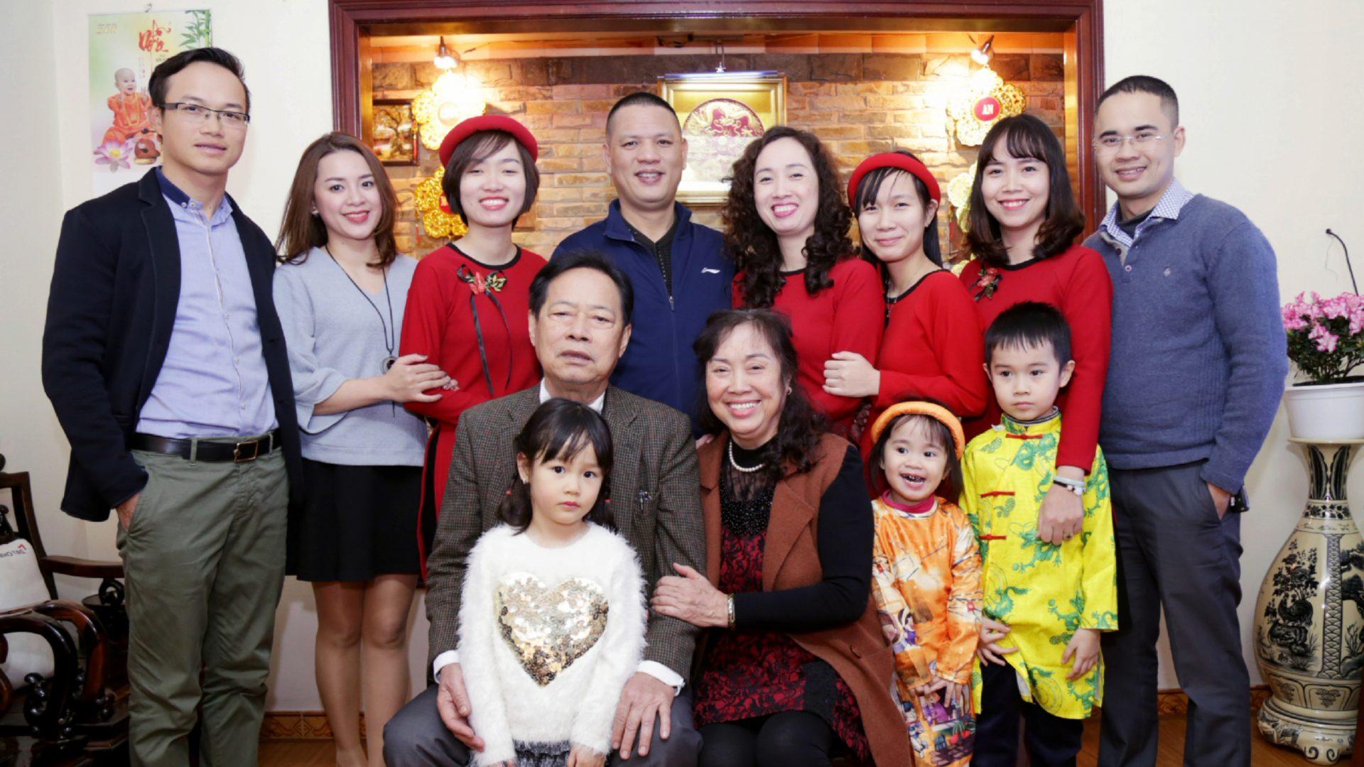 Chụp ảnh đại gia đình cùng ảnh viện Piano