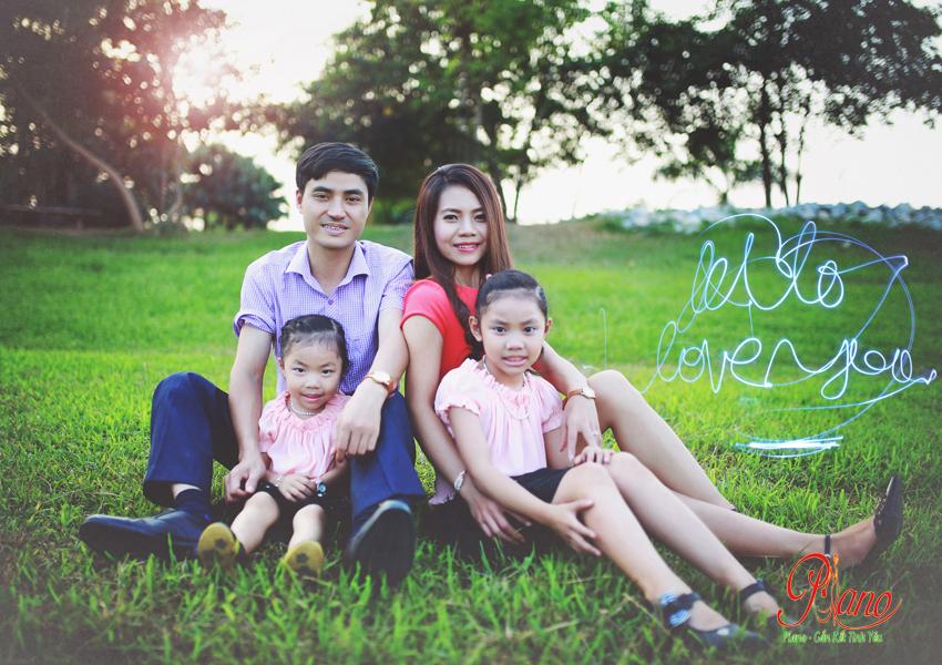 Chụp ảnh gia đình ngoại cảnh cùng Piano