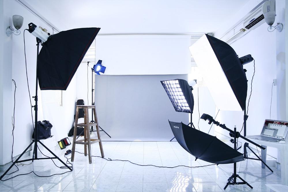 Sử dụng ánh sáng tự nhiên hoặc ánh sáng nhân tạo để chụp ảnh sản phẩm