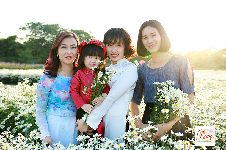 Chụp ảnh gia đình lựa chọn sắc màu tươi mới
