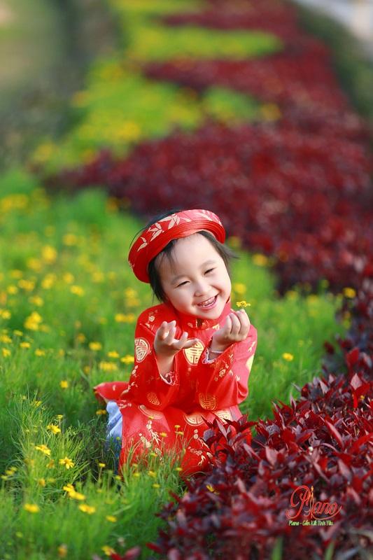 Chụp ảnh cho bé ngoài trời đẹp ấn tượng