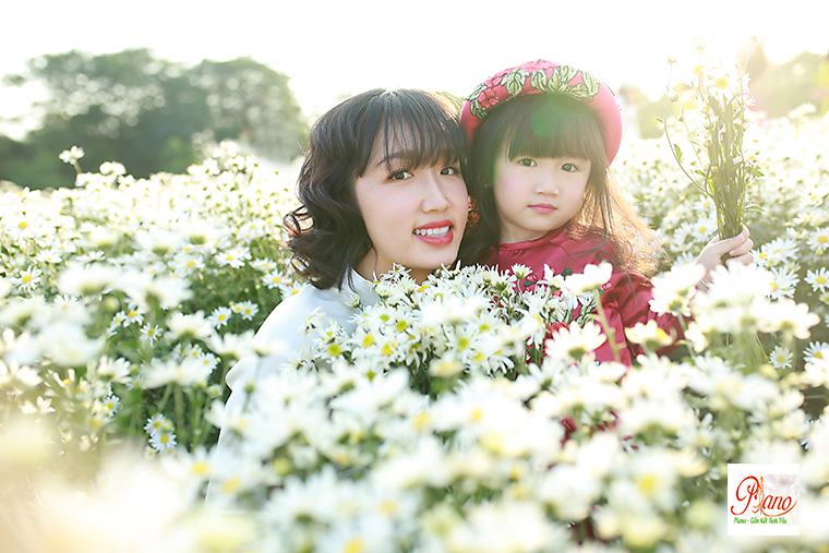 Chụp ảnh gia đình ngoài trời hãy chú ý hơn đến con trẻ