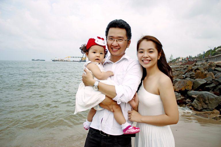 Chụp ảnh gia đình tại biển
