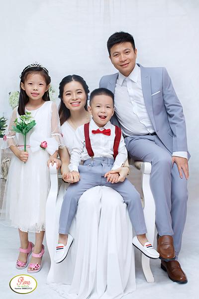 Cách tạo dáng chụp ảnh gia đình 4 người đẹp xuất sắc