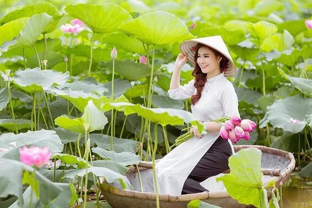 Chụp ảnh Thời Trang áo Dài Bên Hồ Sen