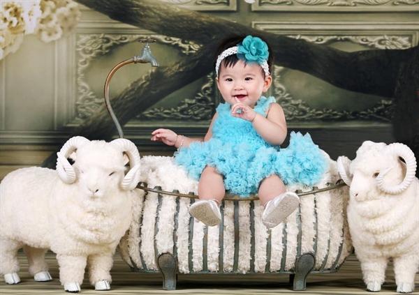 Chụp ảnh cho bé gái theo phong cách công chúa sang chảnh