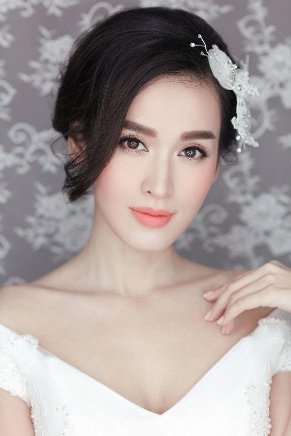 Trang điểm cô dâu tone hồng cam rạng rỡ