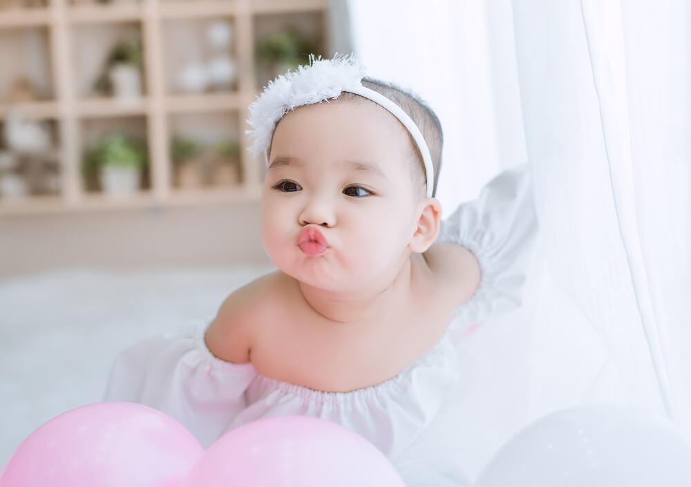 Bé 5 tháng tuổi vô cùng đáng yêu